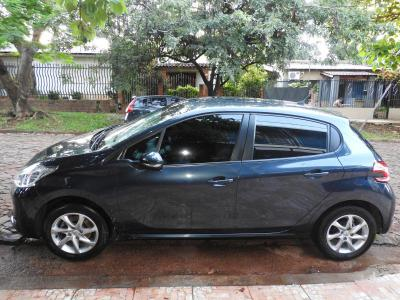 Autos Venta VENDO PEUGEOT 208 ALLURE TOUCHSCREEN 1.5 MODELO 2015